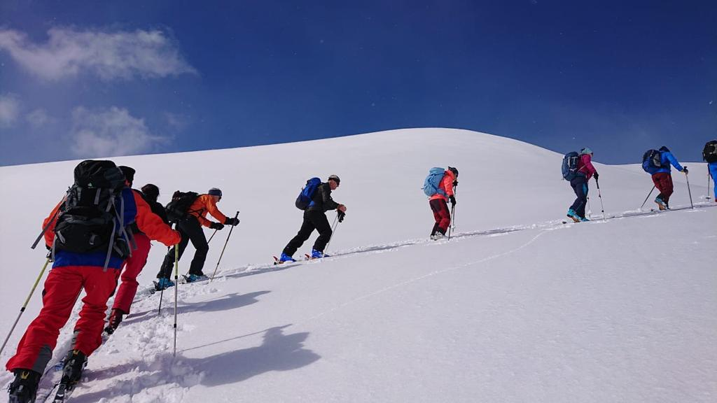 Wir durften schon die ersten Skitouren in diesem Winter geniessen